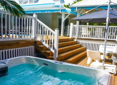 Family Creole Villa, tropical Garden, pool, Jacuzzi, private residence